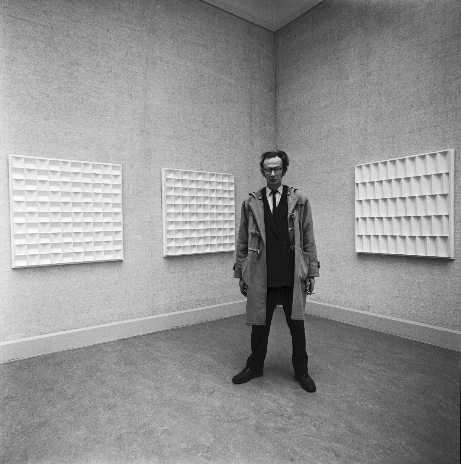 Jan Schoonhoven, by Lothar Wolleh