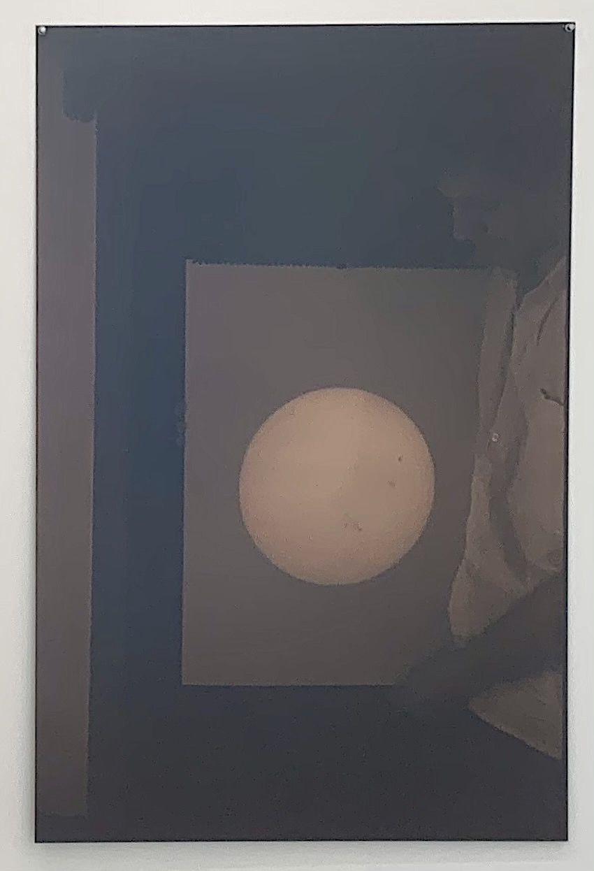 Wido Blokland, Telescopic projection of solar light image on a sheet of paper held up by the artist – 1996