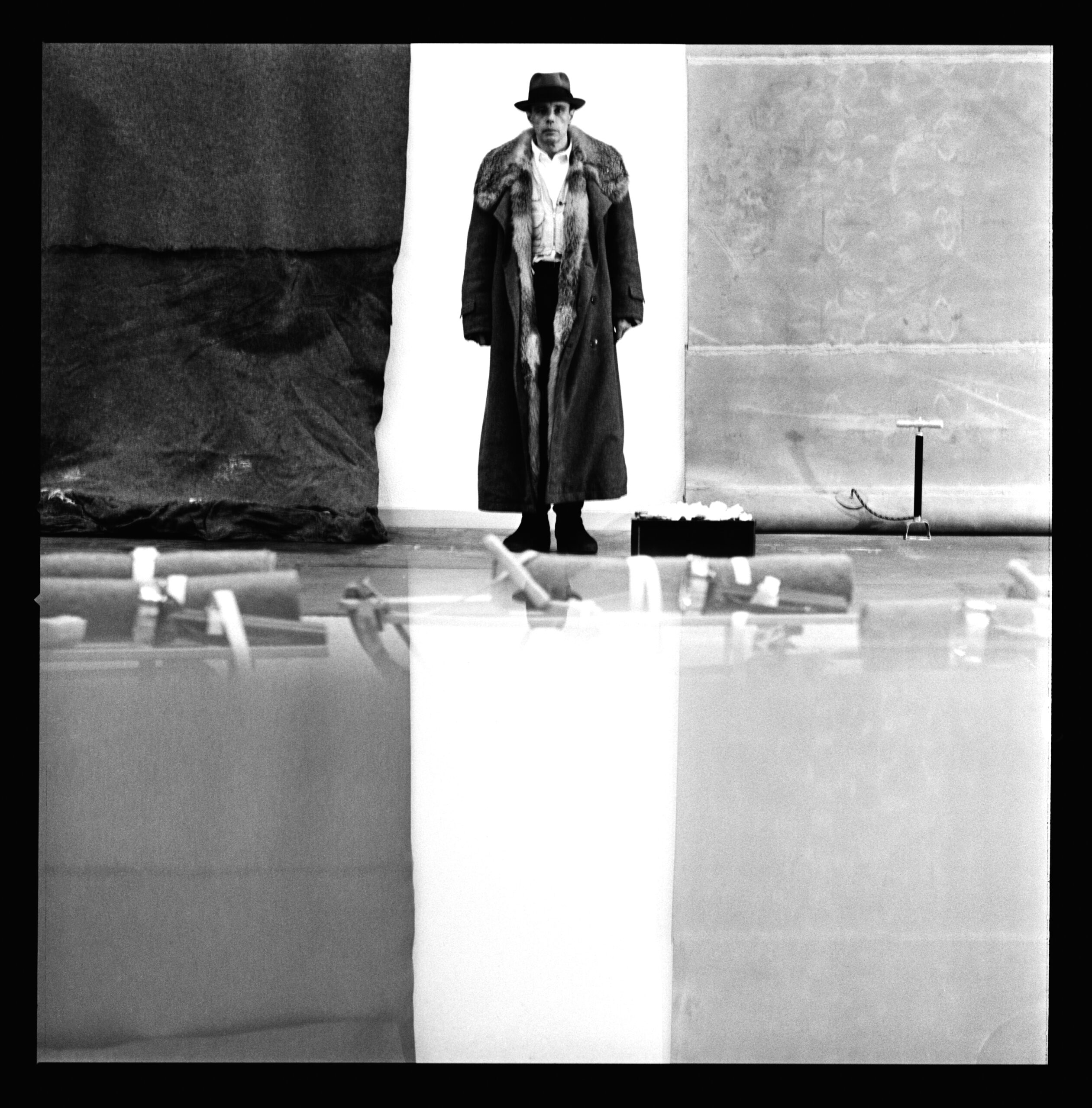 Portrait van Beuys in het Moderna Museet Stockholm