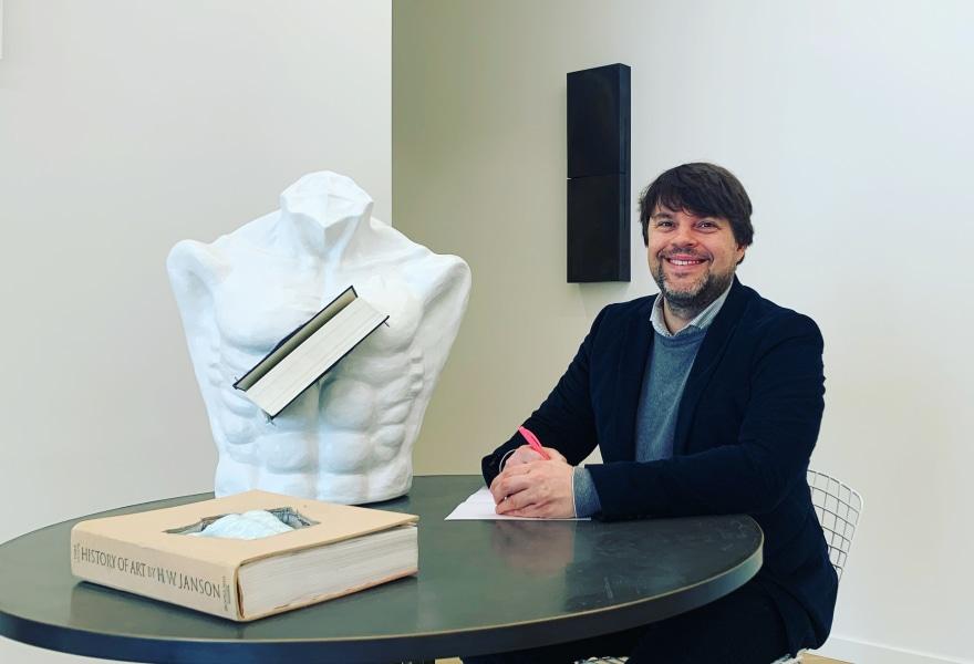 Stijn Coppejans in zijn galerie